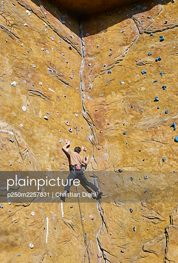 Climber on a wall - p250m2257831 by Christian Diehl