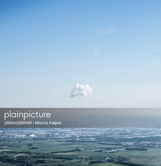 Netherlands, Zuid-Holland, Spijkenisse, Single cloud above rural landscape - p924m2292498 by Mischa Keijser