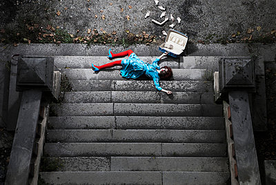 Fallen down the stairs - p1081m947594 by Cédric Roulliat