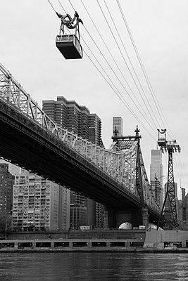 Seilbahn nach Roosevelt Island, New York - p1340m1441950 von Christoph Lodewick
