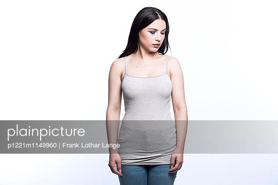 Verletzte junge Frau - p1221m1149960 von Frank Lothar Lange
