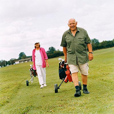 Zwei Golfer - p3125678 von Per Magnus Persson