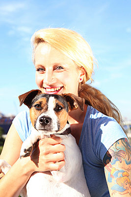 Woman with her puppy - p045m702564 by Jasmin Sander