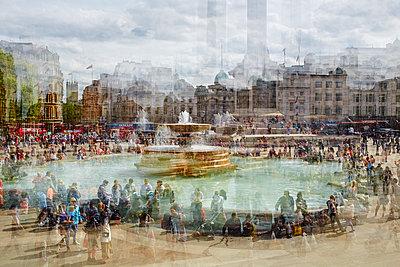 Trafalgar Square Multiexposure - p719m1132694 von Rudi Sebastian
