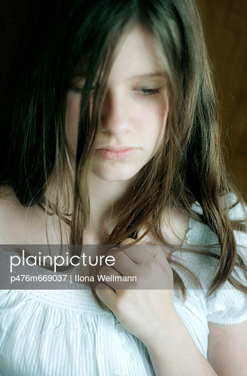 Young girl close-up - p476m669037 by Ilona Wellmann