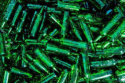 Leere Glasflaschen - p1221m1025751 von Frank Lothar Lange