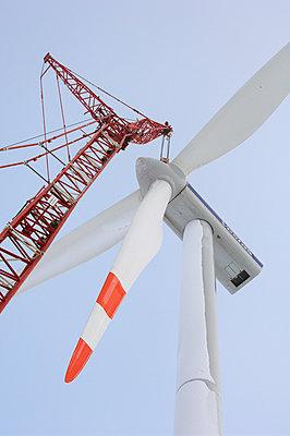 Aufbau eines Windrades - p1099m1526275 von Sabine Vielmo