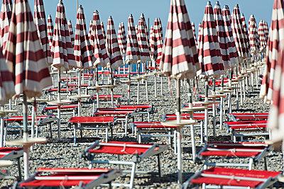 Sun umbrellas on beach - p1292m1122906 by Niels Schubert