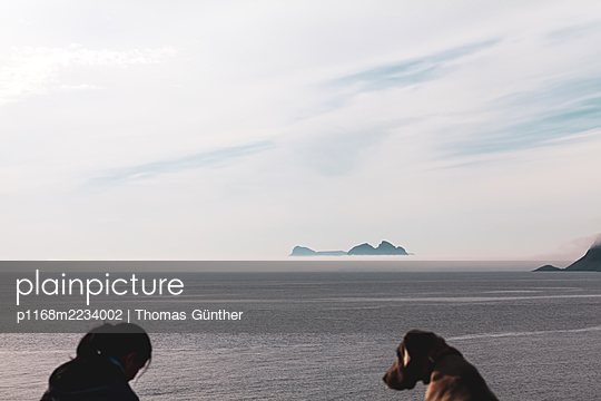 Norway, Lofoten, With the dog on the beach - p1168m2234002 by Thomas Günther