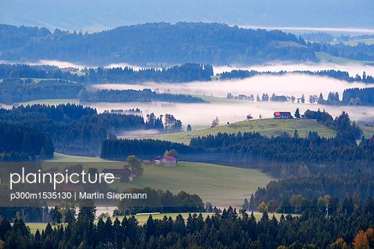 Germany, Bavaria, Upper Bavaria, Allgaeu, Pfaffenwinkel, View from Auerberg near Bernbeuren, morning fog - p300m1535130 by Martin Siepmann