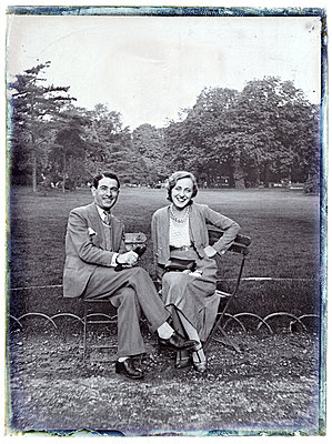 Vintage photograph, young couple, portrait - p265m1487132 by Oote Boe