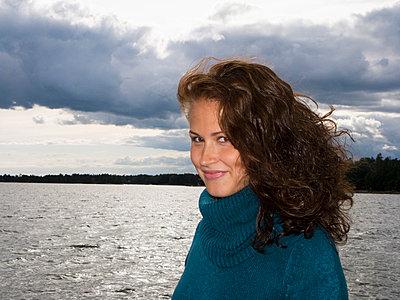 Woman - p3226296 by plainpicture