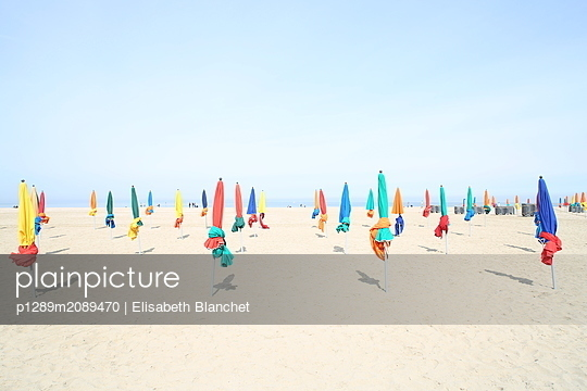 Parasols on the beach - p1289m2089470 by Elisabeth Blanchet
