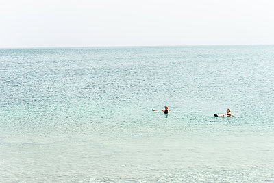 Bobbing up and down in the Dead Sea - p310m2142096 by Astrid Doerenbruch