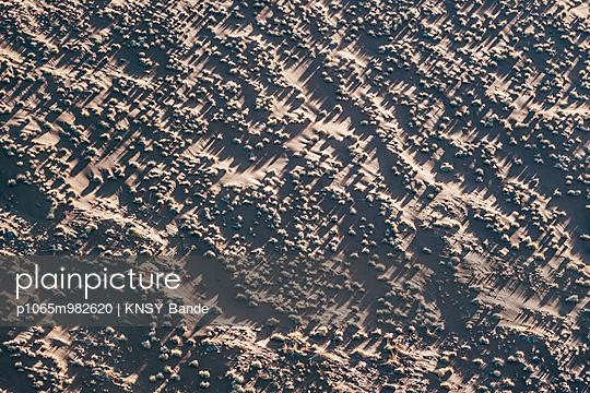 Wüstenlandschaft, Luftaufnahme, Sossusvlei, Namibia - p1065m982620 von KNSY Bande
