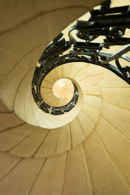 Winding staircase - p813m1154687 by B.Jaubert