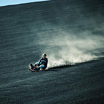 Nicaragua, Cerro Negro, Vulkansurfen - p844m880740 von Markus Renner