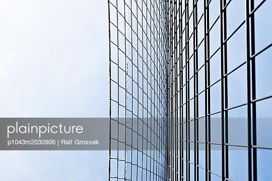 vertical - p1043m2030906 by Ralf Grossek