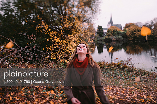 Happy woman playing with autum leaves - p300m2121780 by Oxana Guryanova