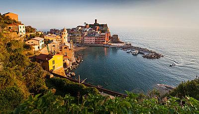 Vernazza in sunset light, Cinque Terre National Park, UNESCO World Heritage Site, Liguria, Italy, Mediterranean, Europe - p871m1480323 by Nagy Melinda