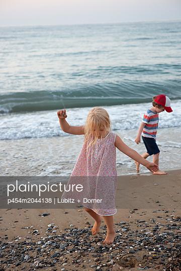 Beach experiences - p454m2044138 by Lubitz + Dorner