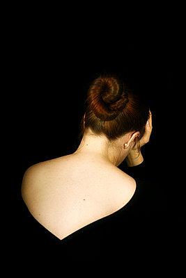 Traurige Frau - p4760354 von Ilona Wellmann