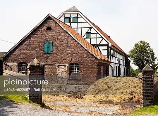 Dung - p1043m822057 by Ralf Grossek