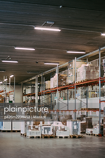 Box container and packages in distribution warehouse - p426m2238453 by Maskot