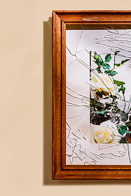 Picture frame with broken glass - p1149m2280203 by Yvonne Röder