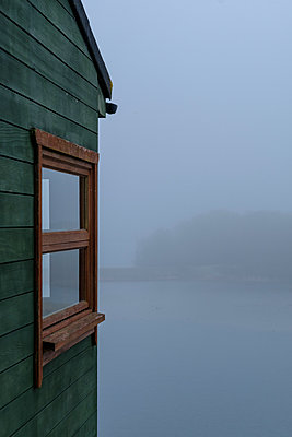 Lakeside house in the mist - p1228m1562109 by Benjamin Harte