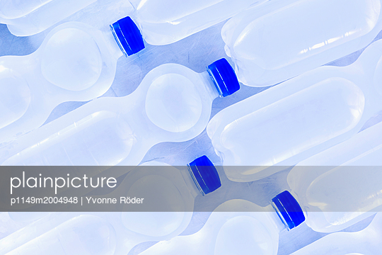 Bottles of water - p1149m2004948 by Yvonne Röder