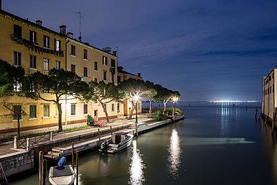 Venedig bei Nacht - p1558m2168351 von Luca Casonato