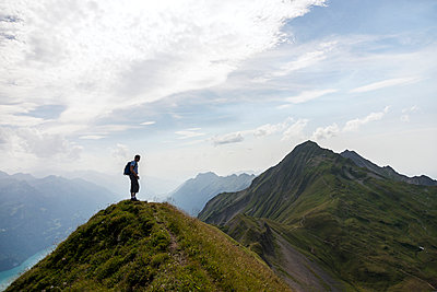 Man standing on top of mountain - p312m956702f by Henrik Trygg