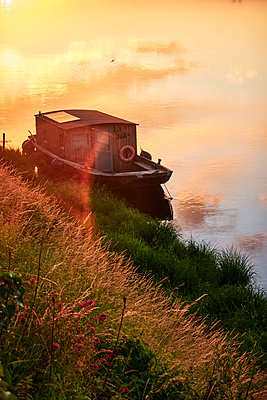 Old houseboat at anchor on the lakefront - p851m2289536 by Lohfink
