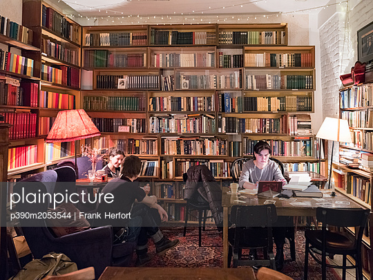 Reading room and cafe in a library - p390m2053544 by Frank Herfort