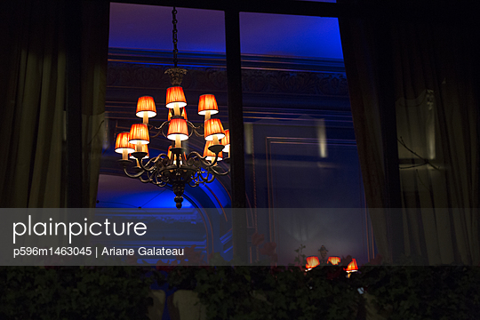 luxe windows in paris - p596m1463045 by Ariane Galateau