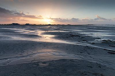 Germany, Bensersiel, coastal landscape at sunset - p300m1019271f by Wilfried Wirth