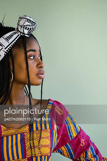 African woman wearing traditional costume - p427m2063110 by R. Mohr