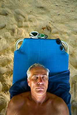 Sleeping man  - p1010m2284090 by timokerber