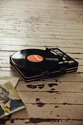 Record player - p904m902500 by Stefanie Päffgen