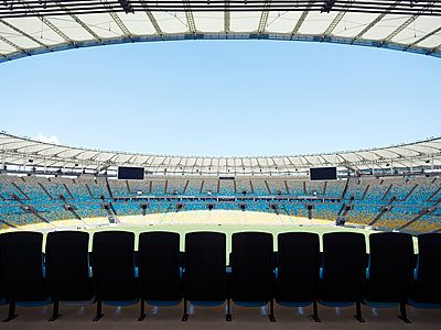 Maracana stadium - p1542m2175047 by Roger Grasas
