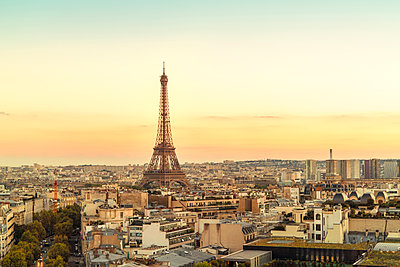 France, Paris, view to Eiffel Tower - p300m1581688 by A Tamboly