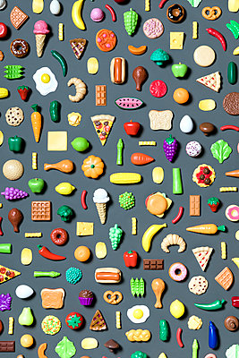 Directly above shot of various food toys on gray background - p1094m1467613 by Patrick Strattner