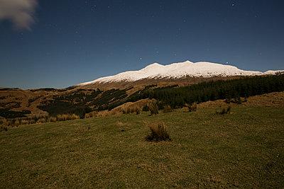 schneebedeckte Highlands  - p1330m1474857 von Caterina Rancho