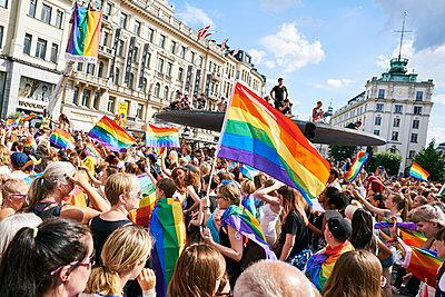 Sweden, Uppland, Stockholm, Ostermalm, Stureplan, Crowd at gay pride parade - p352m1349066 by Johan Mård