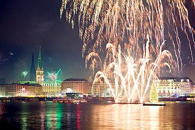 Fireworks above the Alster, Hamburg - p1501m2072834 by Alexander Sommer