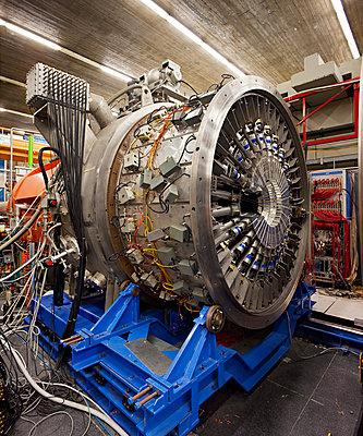 A detector under repair at LNS, Catania - p1558m2133127 by Luca Casonato