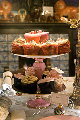 Fairycakes on cake stand in Cheltenham country home - p349m790926 by Polly Eltes
