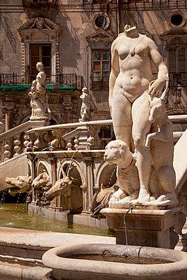 Fontana Pretoria in Palermo - p382m2196285 by Anna Matzen