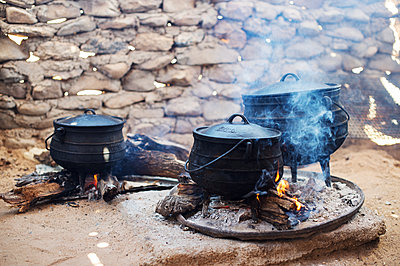 Africa, Namibia, Prepare food - p1167m2272265 by Maria Schiffer